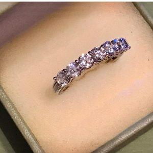 JUDITH RIPKA SEVEN DIAMONIQUE RING•BEAUTIFULLY SET